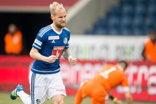 Luzerns Markus Neumayr feiert sein Penalty-Tor zum 1:0. (Bild: Keystone / Urs Flüeler)