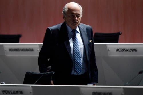 Gegen 17 Uhr wird man wissen, ob Sepp Blatter weiterhin den Weltfussballverband führen wird. (Bild: KEYSTONE/WALTER BIERI)