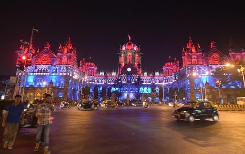 Die Chhatrapati Shivaji Bahnstation in Mumbai. (Bild: EPA/STR)