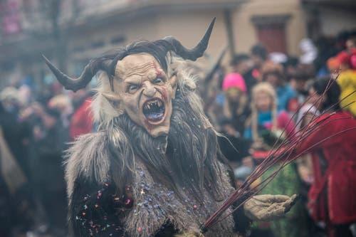 Auf dem Bild zu sehen sind die Wiggertaler Tüfle Zofingen mit «Der Krampus wird euch das Fürchten lehren». (Bild: Pius Amrein)