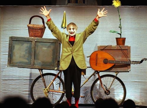 Dimitri im November 2003 bei der Aufführung des Stücks «Ritratto» (Bild: Keystone / Eddy Risch)