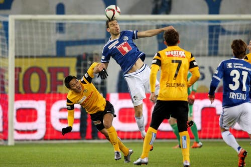 Luzerns Kaja Rogulj (Mitte) gegen YBs Yuya Kubo (links). (Bild: Philipp Schmidli / Neue LZ)