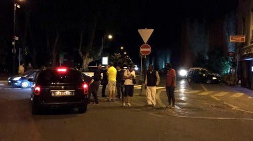 Bewohner von Amatrice verbringen die Nacht auf der Strasse. (Bild: EPA / Emiliano Grillotti)