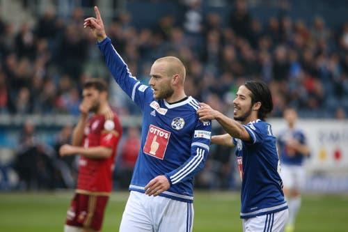 Luzerns Marco Schneuwly (links) bejubelt das 3:1 mit Jahmir Hyka (Bild: Philipp Schmidli)
