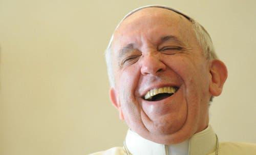 Papst Franziskus lacht während einer Privataudienz am 19. Dezember 2013. (Bild: Keystone)