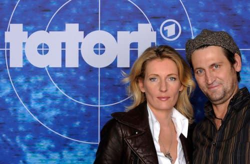 """Maria Furtwängler und Ingo Naujoks posieren am 26. September 2008 bei der Vorstellung der neuen Tatort Folge """"Salzleiche"""" in Hamburg für die Medien. (Bild: Keystone)"""