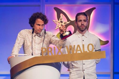 Landeten mit «Jung verdammt» einen Hit: Lorenz Häberli und Luc Oggier von der Band Lo und Leduc wurden für ihre Musik in der Kategorie «DJ / Hip Hop» ausgezeichnet. (Bild: KEYSTONE/Ennio Leanza)
