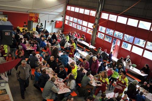 Das gemeinsame Mittagessen durfte nicht fehlen. (Bild: Christoph Riebli / Neue OZ)