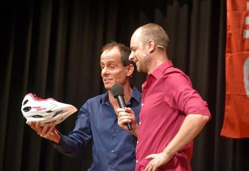Grosse Lacher und viel Applaus ernten an der Bundesfeier auch die Nidwaldner Impro-Komödianten «Sproodel». (Bild: Romano Cuonz (Neue NZ))