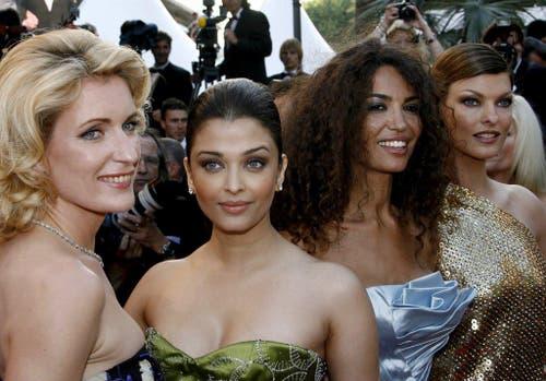Maria Furtwängler, die indische Schauspielerin Aishwarya Rai, die tunesische Schauspielerin Afef Jnifen und das kanadische Model Linda Evangelista am Filmfestival in Cannes (18. Mai 2008). (Bild: Keystone)