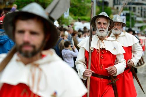 Nidwaldner Landsknechte in Uniform während den Feierlichkeiten zum Volksfest 700 Jahre Schlacht am Morgarten in Oberägeri am Sonntag. (Bild: Keystone/Urs Flüeler)