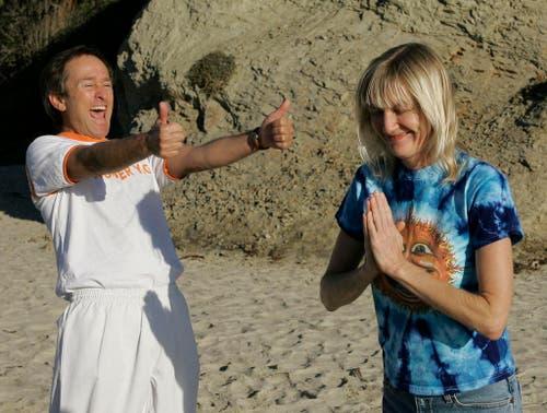 Jeffrey Briar und Kathy Burns machen am 29. Nov. 2006 am Strand von Laguna Beach in Kalifornien Lach-Yoga. (Bild: Keystone)