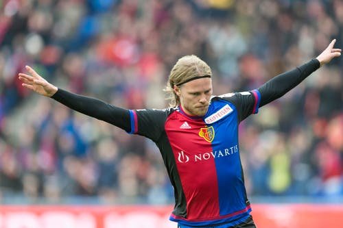 Birkir Bjarnason jubelt über seinen Treffer. (Bild: Keystone / Georgios Kefalas))