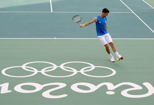 NOVAK DJOKOVIC. - In Abwesenheit von Roger Federer will sich der zwölffache Gewinner von Grand-Slam-Turnieren bei seiner dritten Olympia-Teilnahme das ersehnte Gold holen. 2008 hatte der Serbe Bronze gewonnen, 2012 scheiterte er im Halbfinal am späteren Sieger Andy Murray und verlor auch noch das Spiel um Platz 3. (Bild: AP / Vadim Ghirda)