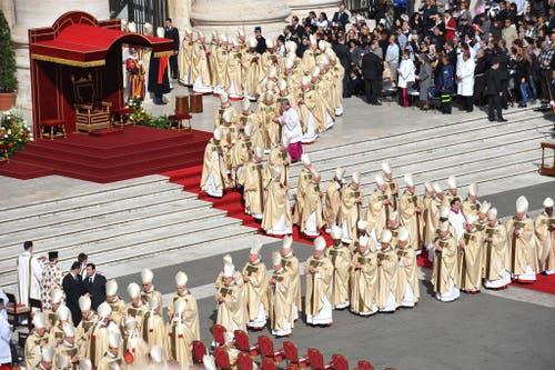 Die Kardinäle versammeln sich zur Amtseinführung. (Bild: Keystone)