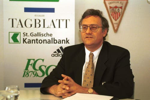 DER MEISTERPRÄSIDENT: Thomas Müller war von 1997 bis 2004 der starke Mann beim FC St.Gallen. Er selbst bezeichnete sich immer als ein Nichtexperte in Sachen Fussball. Gereicht hat es trotzdem oder vielleicht genau deshalb: Unter Müller wurden die Espen im Jahr 2000 sensationell Schweizer Meister. (Bild: Rainer Bolliger)