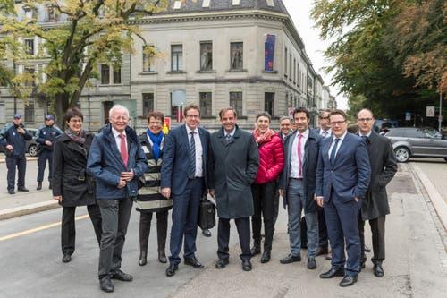 Spitzenpolitiker in St.Gallen: SVP-Präsident Albert Rösti (3.v.l.) hat genauso den Weg in die Ostschweiz gefunden wie sein Pendant von der CVP, Gerhard Pfister (neben ihm). (Bild: Hanspeter Schiess)