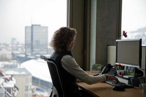Moderner Arbeitsplatz mit Aussicht. (Bild: Coralie Wenger)