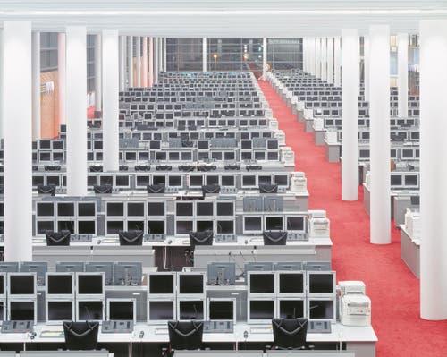 Der grosse Handelsraum der Commerzbank in Frankfurt mit über 600 Arbeitsplätzen wird mit dem im Tisch integrierten Kühlsystem Cool-Top klimatisiert. (Bild: PD)
