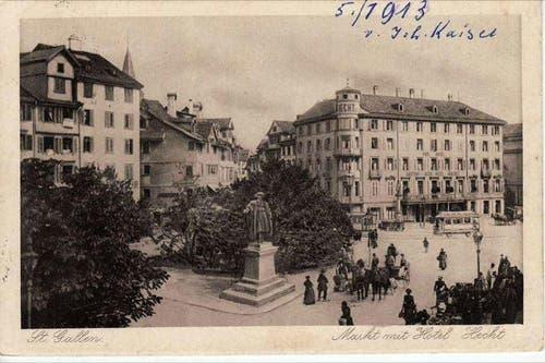 Das Vadiandenkmal. Im Hintergrund das St.Galler Tram. (Bild: Stadtarchiv der Ortsbürgergemeinde St.Gallen)