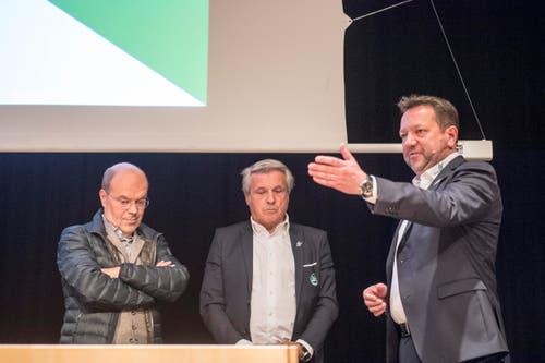 Präsident Stefan Hernandez verabschiedete die abgetretenen Verwaltungsräte Michael Hüppi und Martin Schönenberger. (Bild: Urs Bucher)