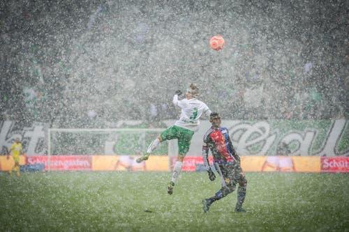 Als dann der Schnee kam, drehte St.Gallen auf: 2:1-Sieg gegen den FCB. (Bild: Urs Bucher)