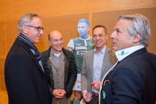 Stelldichein nach der Generalversammlung: (v.l.) Rolf Schubiger, Michael und Matthias Hüppi und Martin Schönenberger. (Bild: Urs Bucher)