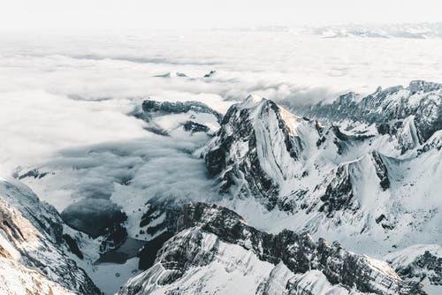 Sicht vom Säntis auf den Alpstein mit dem Seealpsee. (Bild: PD / Silvan Widmer)