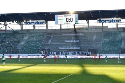 Der Espenblock betritt das Stadion erst bei Spielanpfiff. (Bild: Keystone)