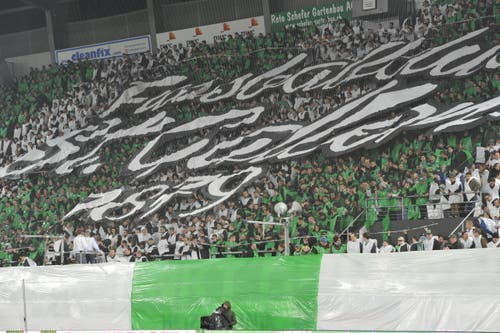Zehn Punkte für diese Choreo der Espen-Fans - null für die Mannschaft: 2:3-Heimpleite gegen YB am 19. März 2016. (Bild: Ralph Ribi)