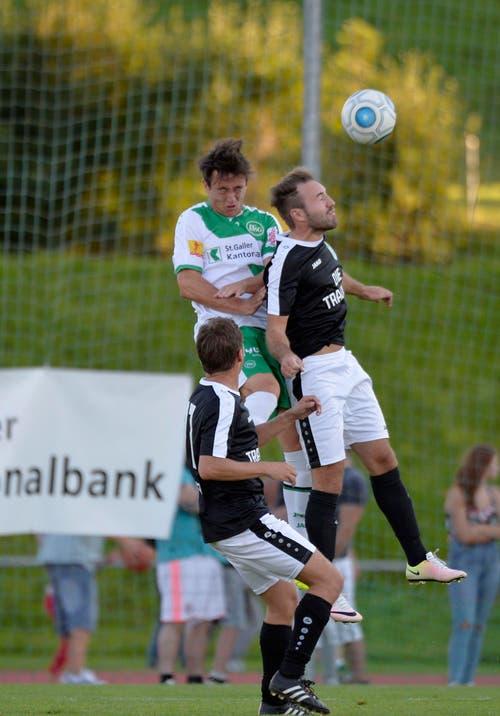 """Gegen die erste Mannschaft des FC St.Gallen durften die """"Traumelf"""" am Dienstag antreten. Im Bild der FCSG-Spieler Silvan Hefti. (Bild: Ralph Ribi)"""