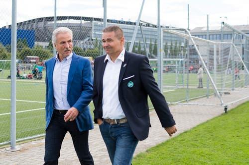 Dölf Früh mit Sportchef Christian Stübi. (Bild: Michel Canonica)