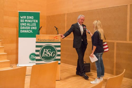 Präsident Dölf Früh wird interviewt. (Bild: Samuel Schalch)