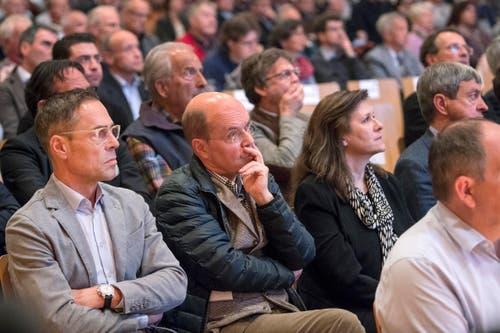 Michael Hüppi und sein Bruder Matthias im Publikum. (Bild: Urs Bucher)