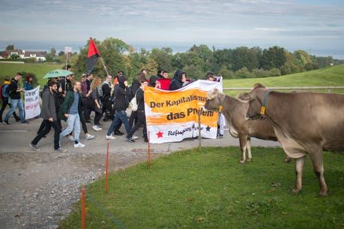 """Demonstration der 'Aktion Zunder' gegen """"menschenunwürdige Zustände"""" im Asylheim in Mörschwil. (Bild: Benjamin Manser)"""