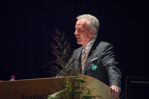 Präsident Dölf Früh am Rednerpult. (Bild: Samuel Schalch)