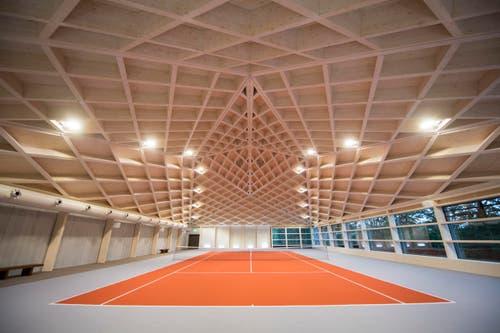 Insgesamt gibt es drei Tennisplätze, zwei sind überdacht. (Bild: Urs Flüeler / Keystone)