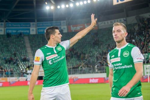Ein Dank an die Fans für deren Unterstützung: Aleksic und Aratore nach dem Spiel. (Bild: Urs Bucher)