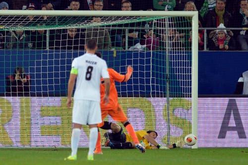 Goalie Daniel Lopar: Seine Grosstat vollbrachte der Romanshorner im Heimspiel gegen Valencia, als er einen Elfmeter entschärfen konnte. Er spielt nach wie vor für den FCSG - an der aktuellen Krise trägt er die geringste Schuld. (Bild: Urs Bucher)