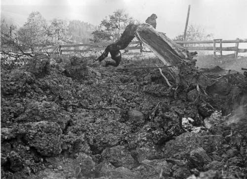 Das Trümmerfeld der P-51, die am 27. Mai 1944 auf dem Winzenberg bei Lütisburg zum Absturz kam. (Bild: PD)