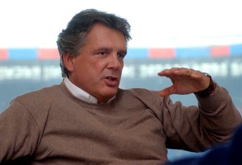 DER WEGBEREITER: Im Dezember 1996 wurde René C. Jäggi zum Präsidenten des FC Basel gewählt, zu einem Zeitpunkt, als der Club vor dem finanziellen und sportlichen Niedergang stand. Innerhalb von fünf Jahren führte Jäggi die Bebbi in ein neues modernes Stadion, zum ersten Meistertitel nach 22 Jahren und erstmals in die Champions League. Dank seiner Beziehungen nach Japan gewann er Toyota als Hauptsponsor. 2002 trat Jäggi als Präsident zurück. (Bild: Freshfocus)