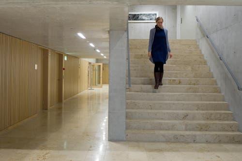 Das Treppenhaus in Beton und Holz. (Bild: Coralie Wenger)