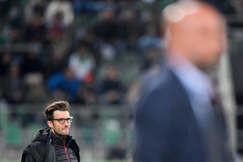 Für Basels Trainer Raphael Wicky ist der Abend in St.Gallen einer zum vergessen. (Bild: Keystone)