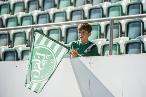 Doch die St.Galler Anhänger werden bereits im nächsten Heimspiel wieder bitter von ihren Lieblingen enttäuscht: 0:2 gegen Lugano nach einem ganz schwachen Auftritt. (Bild: Urs Bucher)