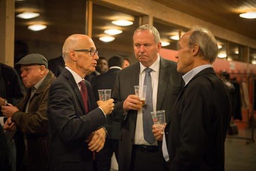 Stadtpräsident Thomas Scheitlin (links) an der Generalversammlung des FC St.Gallen. (Bild: Samuel Schalch)