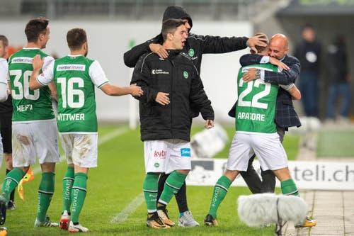 Jubel und Erleichterung bei Espen-Trainer und dem Team. (Bild: Urs Bucher)