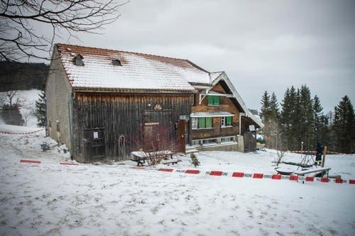Rehetobel - Schiesserei bei Hausdurchsuchung mit zwei verletzten PollizistenIm Bild Wohnhaus (Bild: Ralph Ribi)