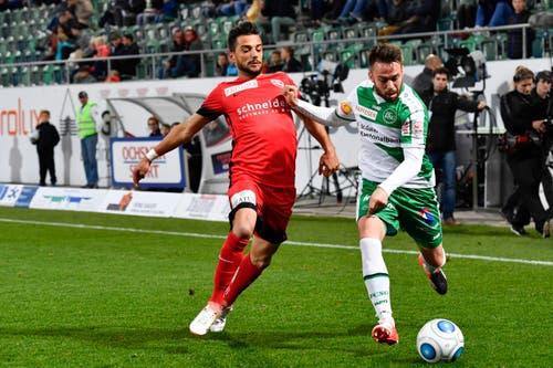St.Gallens Andreas Wittwer, rechts, gegen Thuns Matteo Tosetti. (Bild: Keystone)
