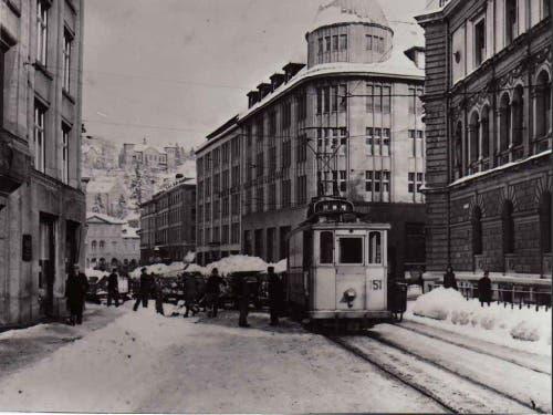 Das Riethüslitram bei der Schneeräumung auf der Kornhausstrasse (1944) (Bild: Stadtarchiv der Ortsbürgergemeinde St.Gallen)