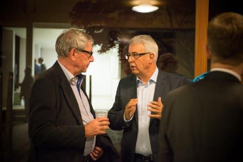 Peter Stadelmann (rechts) ins Gespräch vertieft. (Bild: Samuel Schalch)